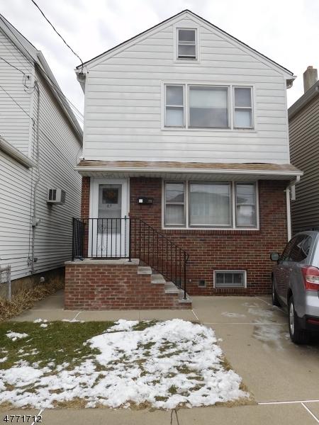 Casa Unifamiliar por un Alquiler en 89 ANDERSON Avenue Wallington, Nueva Jersey 07057 Estados Unidos