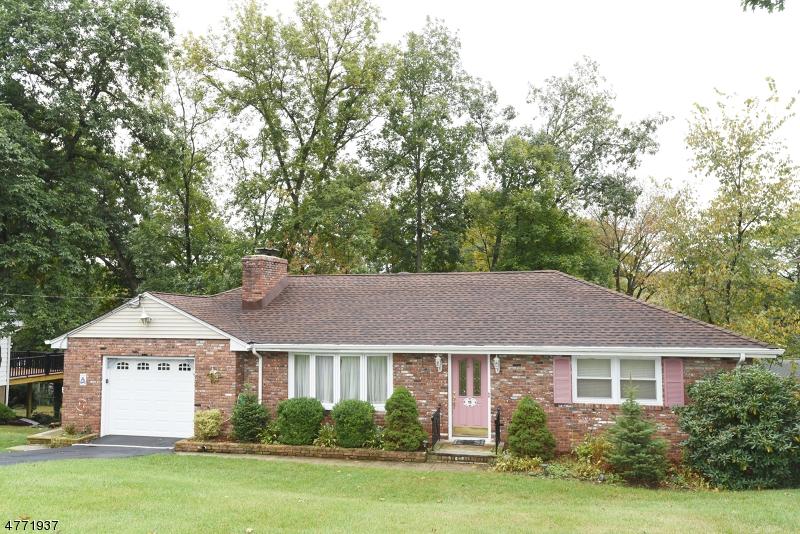 Частный односемейный дом для того Аренда на 18 Oakwood Drive Wayne, Нью-Джерси 07470 Соединенные Штаты