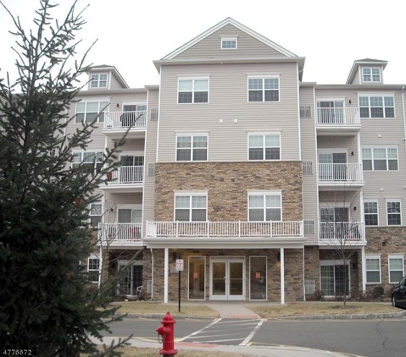 Частный односемейный дом для того Аренда на 446 Tower Blvd Piscataway, Нью-Джерси 08854 Соединенные Штаты