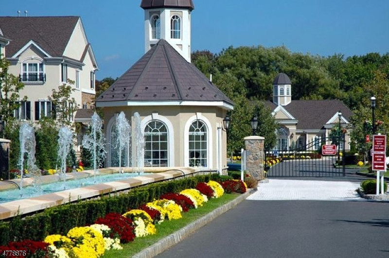 واحد منزل الأسرة للـ Sale في 6110 Harcourt Road 6110 Harcourt Road Clifton, New Jersey 07013 United States