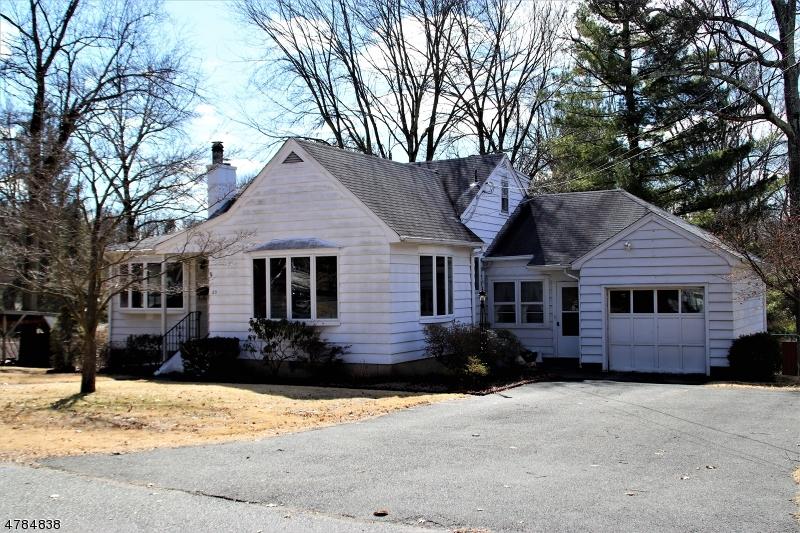 Nhà ở một gia đình vì Bán tại 25 Vreeland Place 25 Vreeland Place Allendale, New Jersey 07401 Hoa Kỳ
