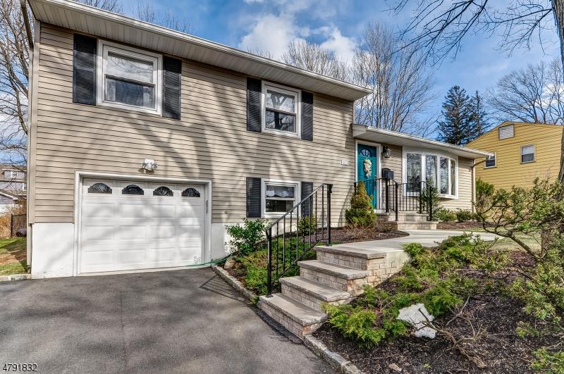 Nhà ở một gia đình vì Bán tại 67 Forest Road Cedar Grove, New Jersey 07009 Hoa Kỳ