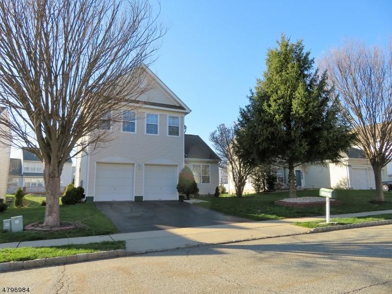 Casa Unifamiliar por un Venta en 47 Saxton Drive Hackettstown, Nueva Jersey 07840 Estados Unidos