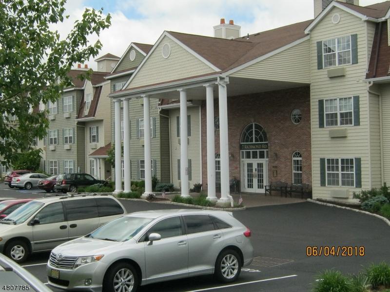 公寓 / 联排别墅 为 销售 在 7406 Richmond Road 西米尔福德, 新泽西州 07480 美国