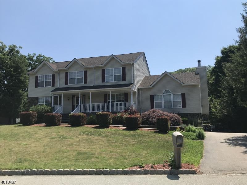 独户住宅 为 销售 在 48 CHERBOURG Drive 西米尔福德, 新泽西州 07480 美国