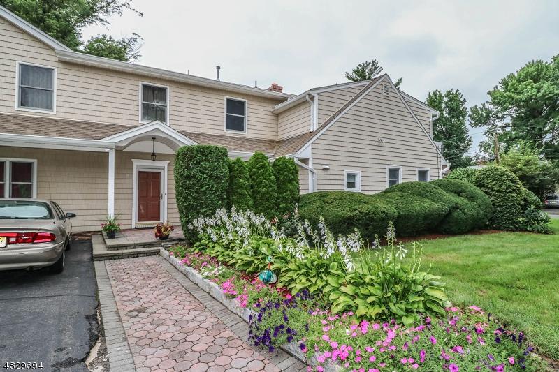 단독 가정 주택 용 매매 에 286 PHELPS Avenue Bergenfield, 뉴저지 07621 미국