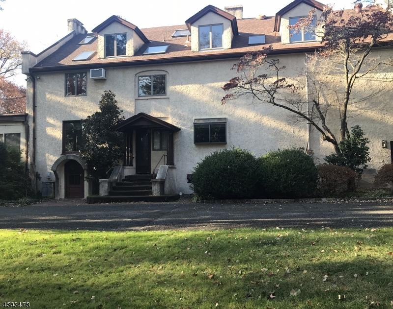 Casa Unifamiliar por un Venta en 600 SHERWOOD PKY Mountainside, Nueva Jersey 07092 Estados Unidos
