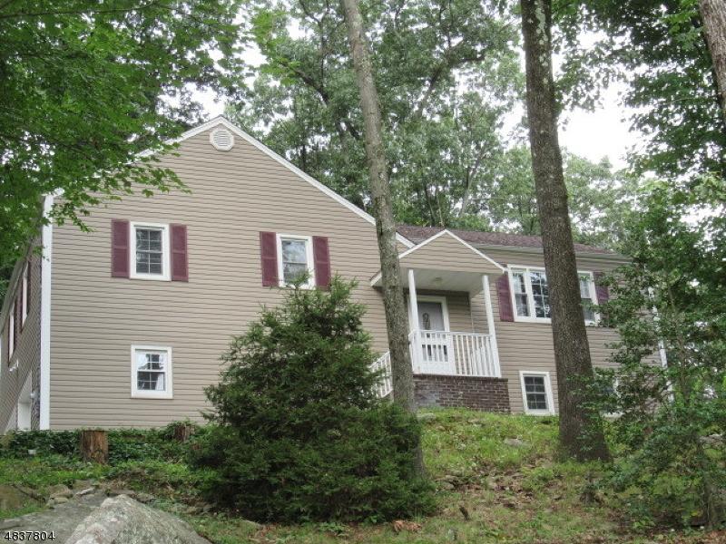 Частный односемейный дом для того Продажа на 43 EDGEWOOD TER Dover Township, Нью-Джерси 07801 Соединенные Штаты