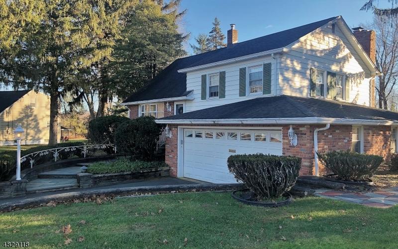 Nhà ở một gia đình vì Bán tại 25 ALAN Lane Mine Hill, New Jersey 07803 Hoa Kỳ