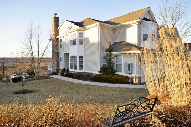 Condominio/ Casa de pueblo por un Venta en 114 INDIGO Road Allamuchy, Nueva Jersey 07840 Estados Unidos