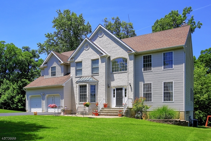 Single Family Home for Sale at 4 SPRUCE HOLLOW ROAD Green Brook Township, New Jersey 08812 United States