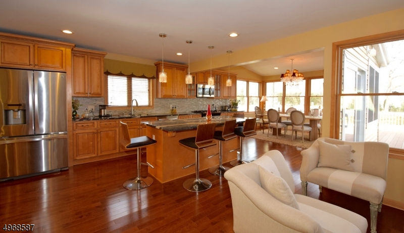 Single Family Homes vì Bán tại Springfield, New Jersey 07081 Hoa Kỳ