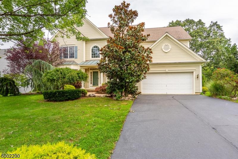 Single Family Homes pour l Vente à Holmdel, New Jersey 07733 États-Unis