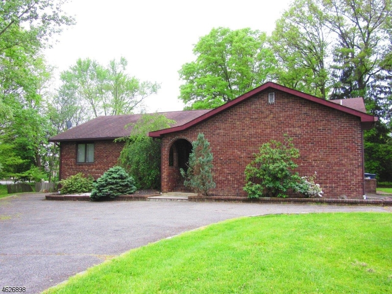 Single Family Home for Sale at 260 Bee Meadow Pkwy Whippany, 07981 United States
