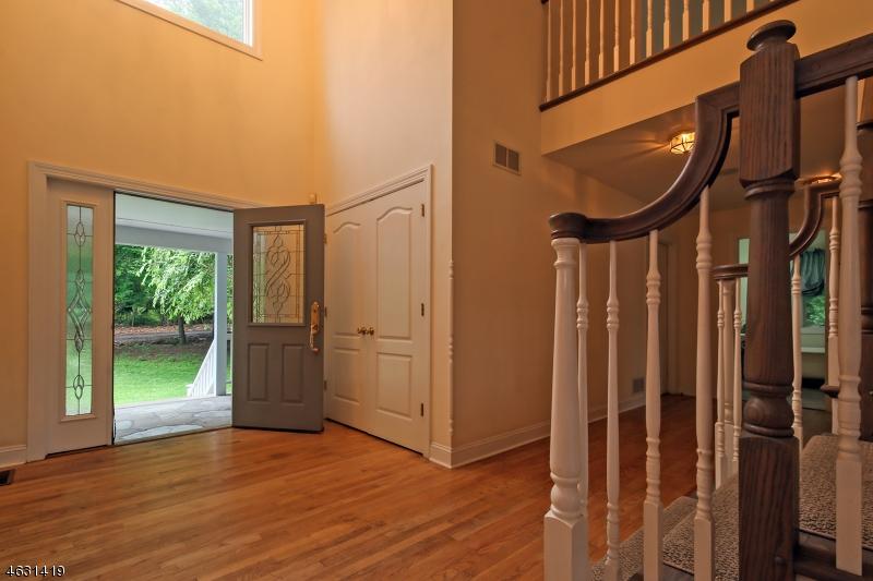 Additional photo for property listing at 813 Miller Lane  Martinsville, Нью-Джерси 08836 Соединенные Штаты