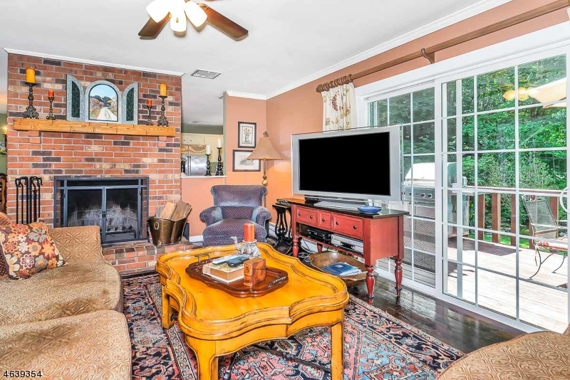 Additional photo for property listing at 6 Country Lane  Califon, New Jersey 07830 États-Unis