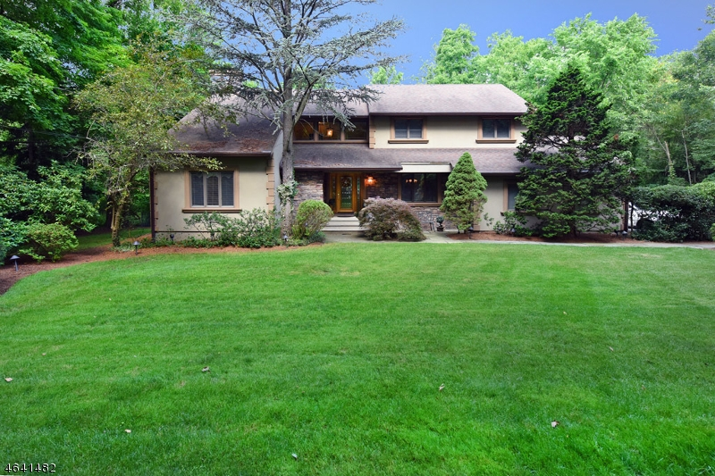 Maison unifamiliale pour l Vente à 1090 High Mountain Road Franklin Lakes, New Jersey 07417 États-Unis