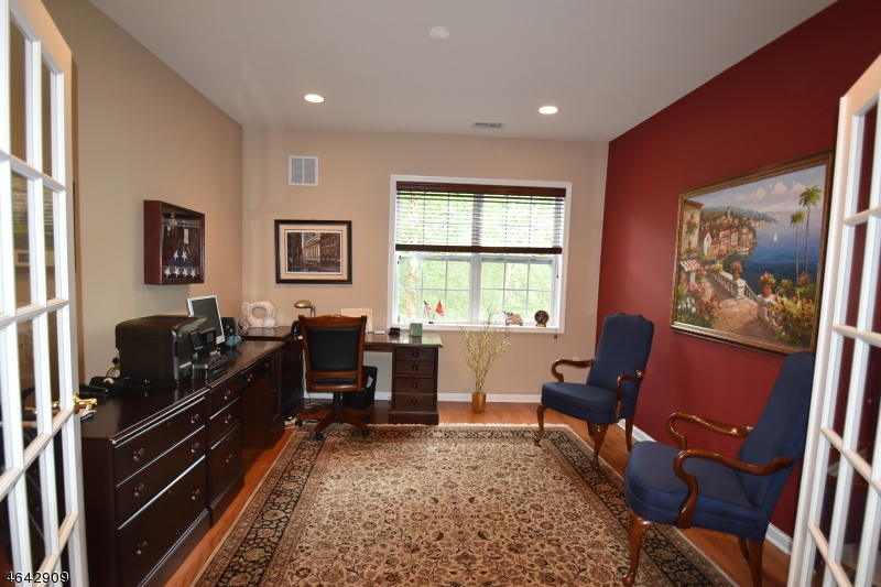 Additional photo for property listing at 6111 Warrens Way  Wanaque, New Jersey 07465 United States