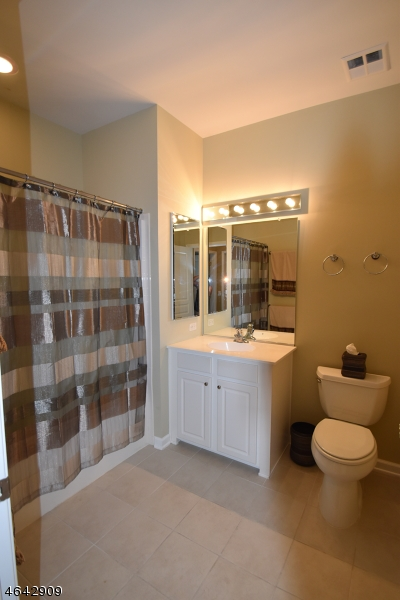 Additional photo for property listing at 6111 Warrens Way  Wanaque, New Jersey 07465 États-Unis