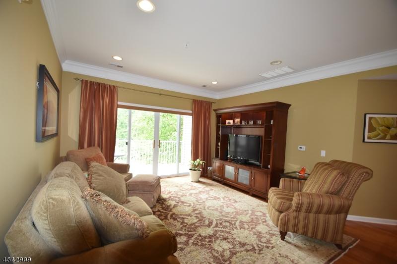 Частный односемейный дом для того Продажа на 6111 Warrens Way Wanaque, Нью-Джерси 07465 Соединенные Штаты