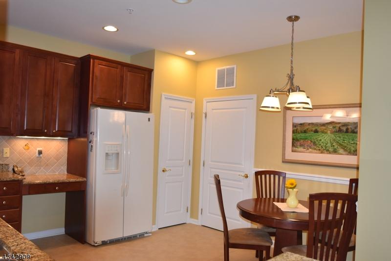 Additional photo for property listing at 6111 Warrens Way  Wanaque, Нью-Джерси 07465 Соединенные Штаты