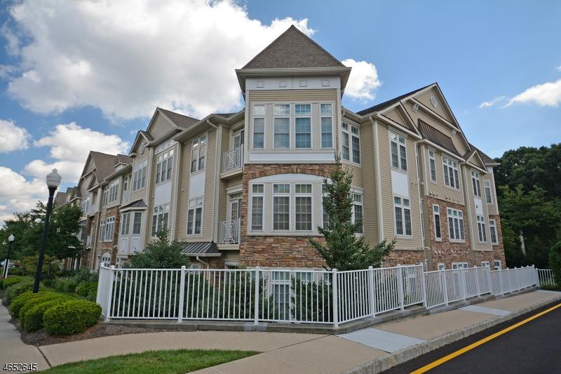 Частный односемейный дом для того Продажа на 2211 Cedar Village Blvd East Brunswick, Нью-Джерси 08816 Соединенные Штаты