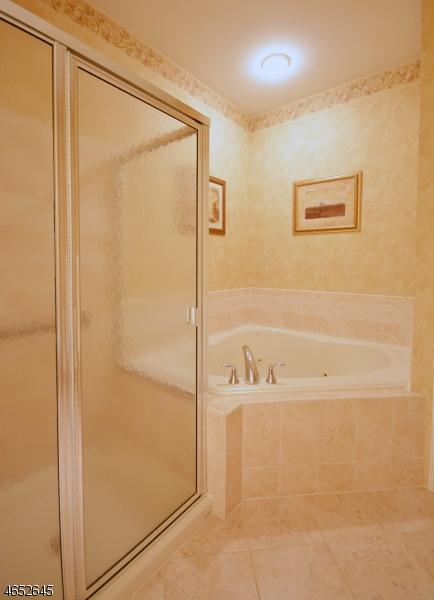 Additional photo for property listing at 2211 Cedar Village Blvd  East Brunswick, Нью-Джерси 08816 Соединенные Штаты