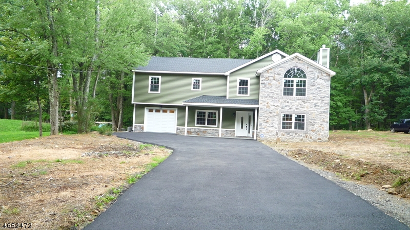 Single Family Home for Sale at 16 Bassett Lane Mine Hill, 07803 United States