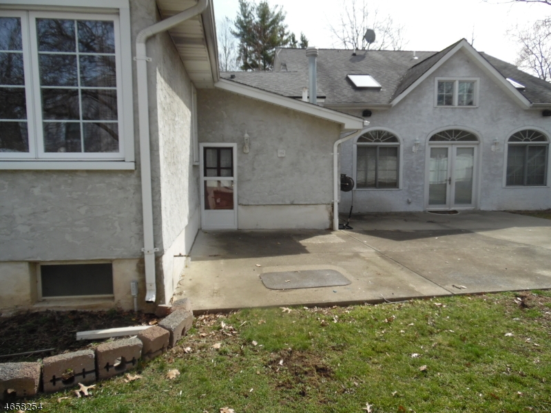 Additional photo for property listing at 105 Chesapeake Avenue  Lake Hiawatha, 新泽西州 07034 美国