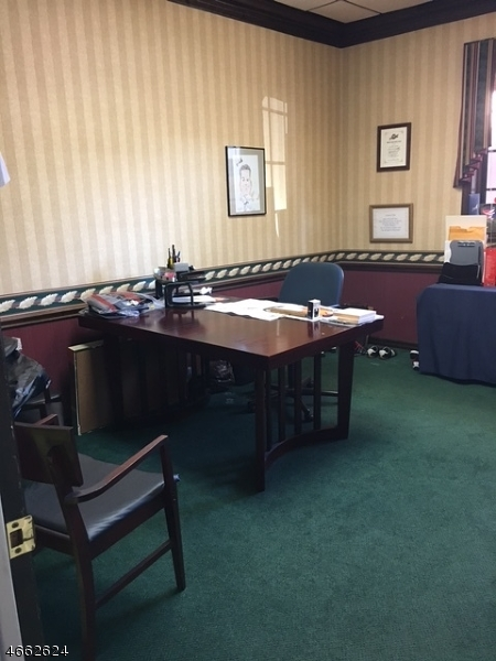 Additional photo for property listing at 327 Bloomfield Avenue  Caldwell, New Jersey 07006 États-Unis