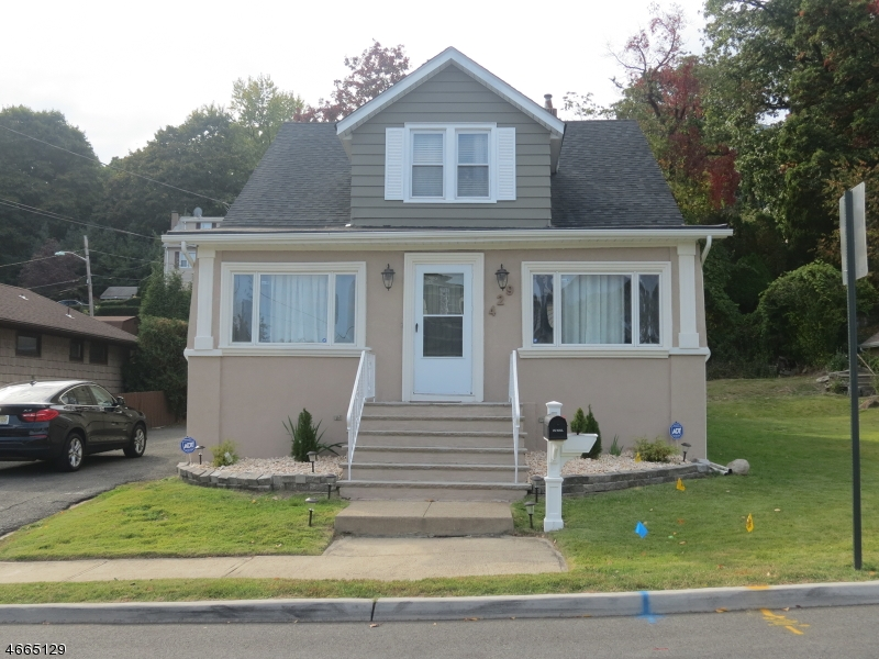 Additional photo for property listing at 427-429 Southside Avenue  Haledon, New Jersey 07508 United States