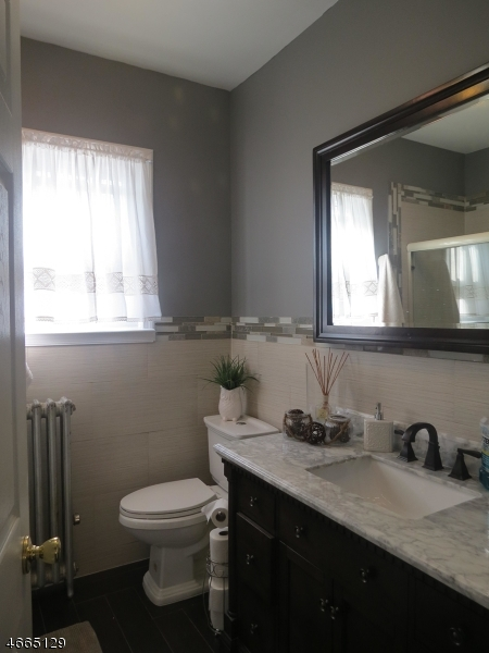 Additional photo for property listing at 427-429 Southside Avenue  Haledon, Нью-Джерси 07508 Соединенные Штаты