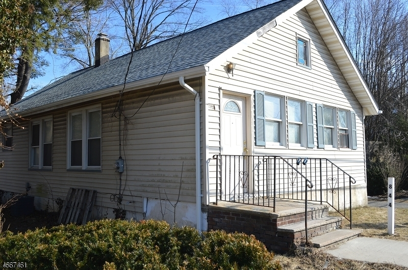 Single Family Home for Sale at 844 Ringwood Avenue Haskell, 07420 United States