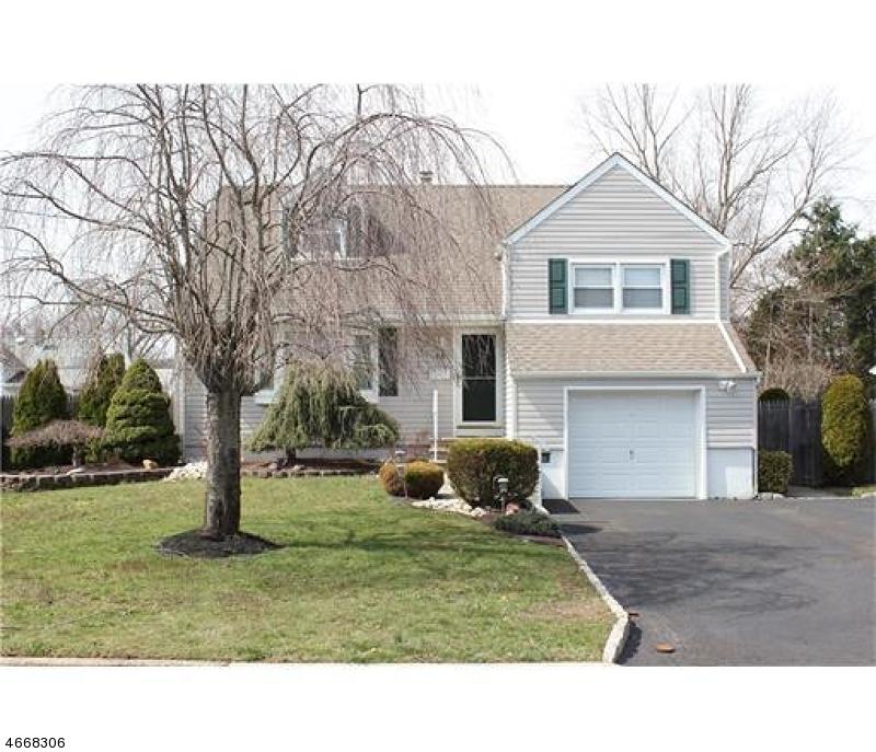 独户住宅 为 销售 在 18 Burgess Avenue Spotswood, 新泽西州 08884 美国