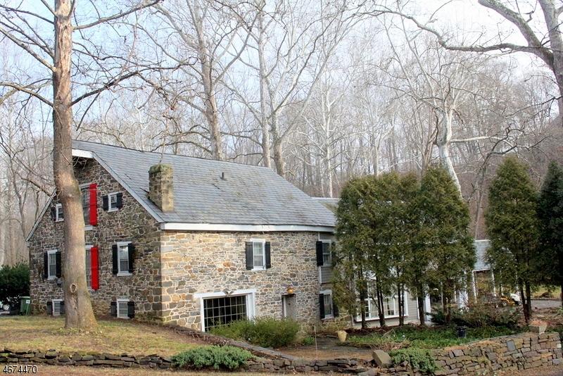 Частный односемейный дом для того Продажа на 709 S Main Street Stewartsville, 08886 Соединенные Штаты