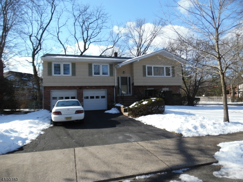 Single Family Home for Sale at 2 Vermont Drive Paramus, New Jersey 07652 United States