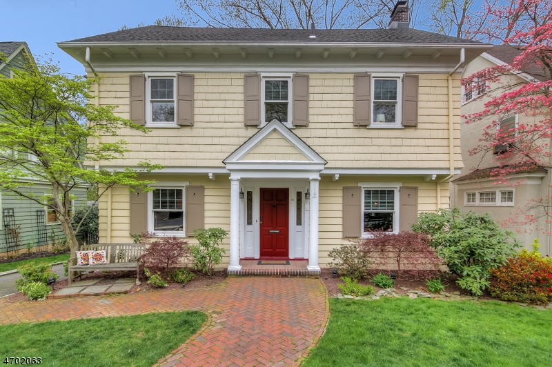 Частный односемейный дом для того Продажа на 16 Colonial Ter Maplewood, 07040 Соединенные Штаты