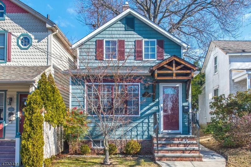 Maison unifamiliale pour l Vente à 24 Center Street Midland Park, New Jersey 07432 États-Unis
