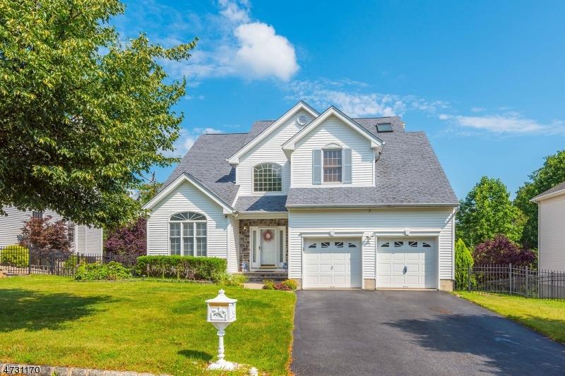 Частный односемейный дом для того Продажа на 7 Dickinson Court Ledgewood, 07852 Соединенные Штаты