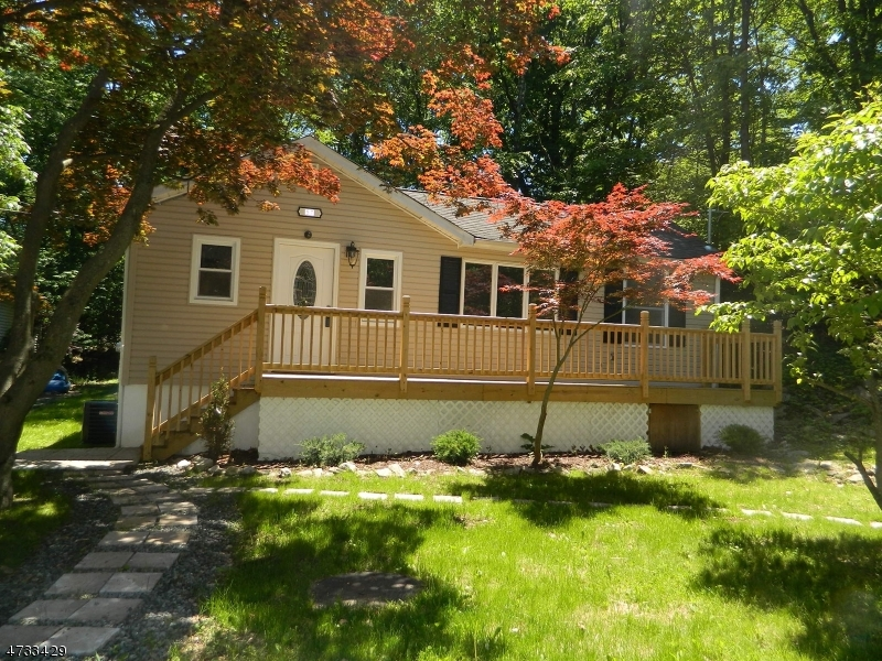Maison unifamiliale pour l à louer à 57 Stevens Trail Hopatcong, New Jersey 07843 États-Unis