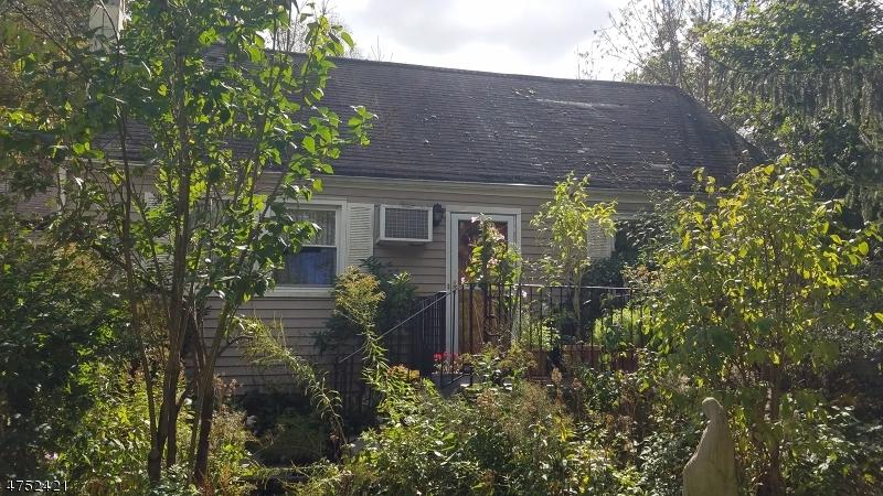 Maison unifamiliale pour l Vente à 3 Adair Street Byram Township, New Jersey 07874 États-Unis