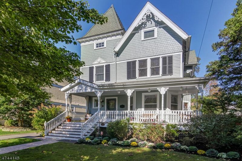独户住宅 为 销售 在 11 CLINTON Avenue Maplewood, 新泽西州 07040 美国