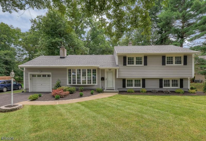 Einfamilienhaus für Verkauf beim 27 Hampton Drive 27 Hampton Drive Berkeley Heights, New Jersey 07922 Vereinigte Staaten