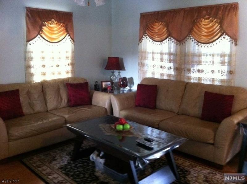 Casa Unifamiliar por un Alquiler en 17 Schoon Avenue Hawthorne, Nueva Jersey 07506 Estados Unidos