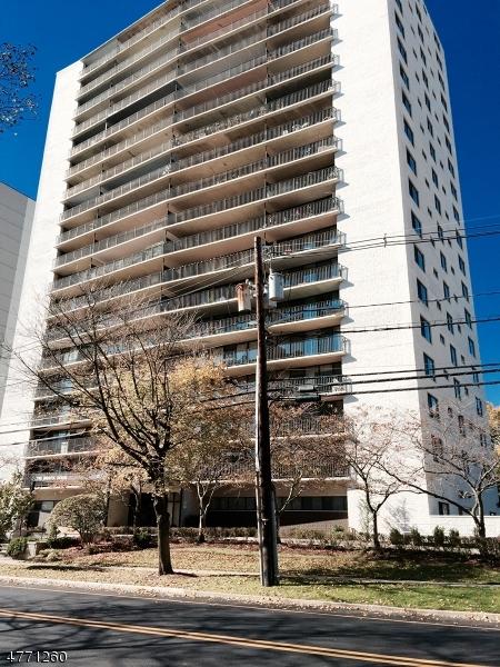 Casa Unifamiliar por un Alquiler en 277 Prospect Avenue Hackensack, Nueva Jersey 07601 Estados Unidos