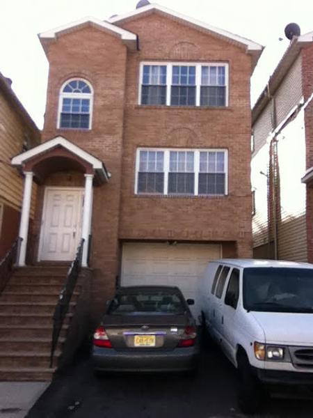 一戸建て のために 賃貸 アット 950 Flora Street Elizabeth, ニュージャージー 07201 アメリカ合衆国