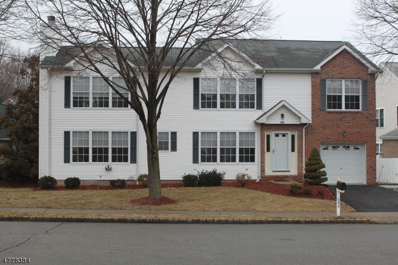 独户住宅 为 销售 在 640 Seagull Drive 帕拉默斯, 新泽西州 07652 美国