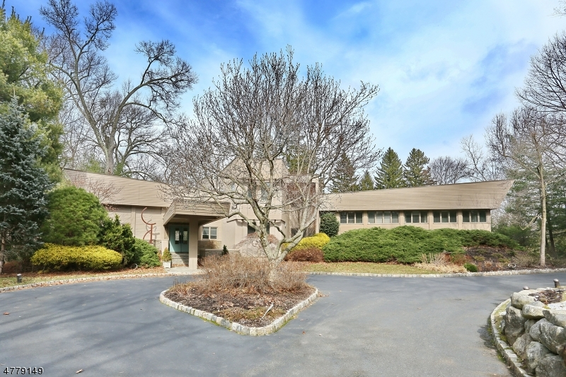 Nhà ở một gia đình vì Bán tại 38 Carteret Road 38 Carteret Road Allendale, New Jersey 07401 Hoa Kỳ
