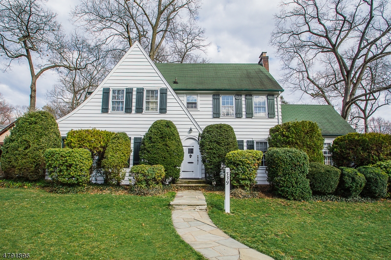 Single Family Home for Sale at 339 Carlton Ter Ridgewood, New Jersey 07450 United States