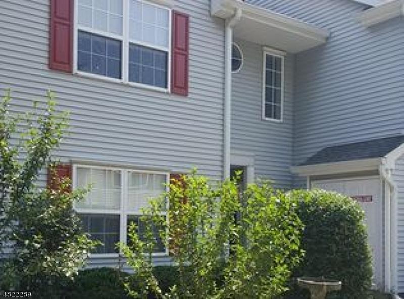 Condo / Townhouse pour l à louer à 5408 TUDOR Drive Pequannock, New Jersey 07444 États-Unis